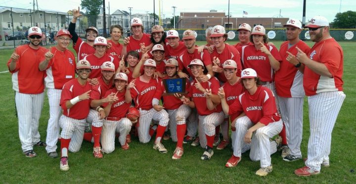 Baseball team with SJ trophy.jpg